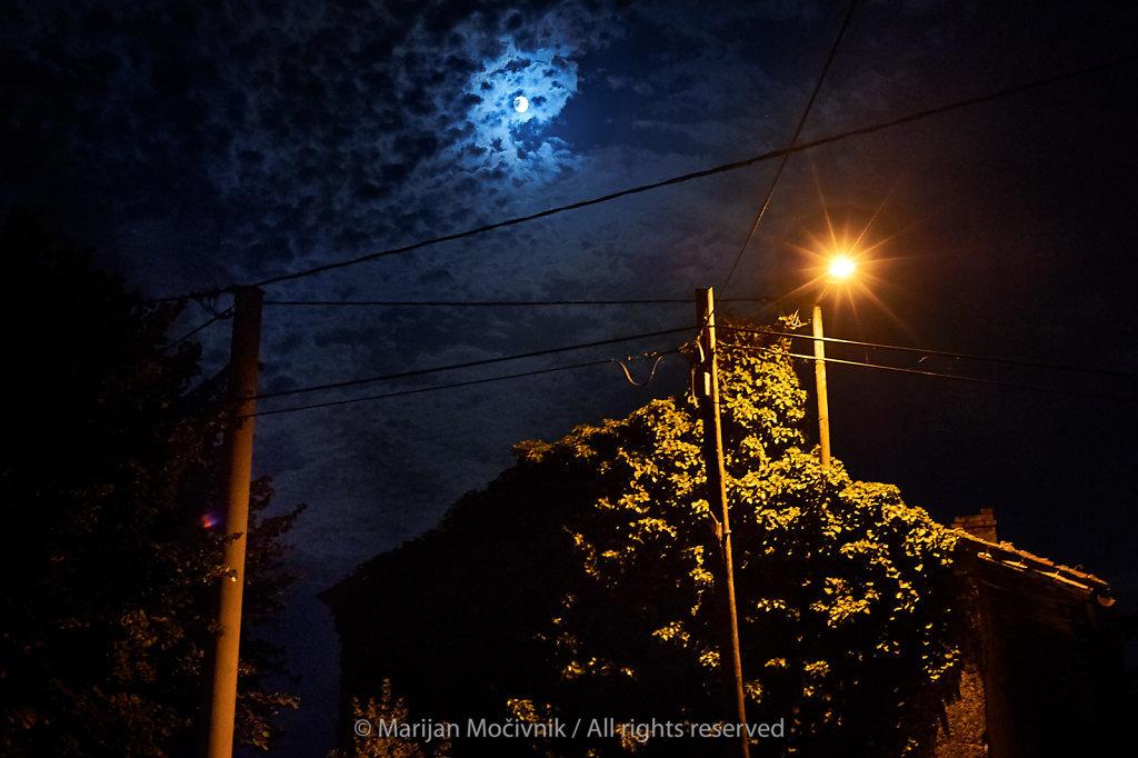 Dobravlje-luna-cestna-svetilka-brsljan-5344-2048.jpg