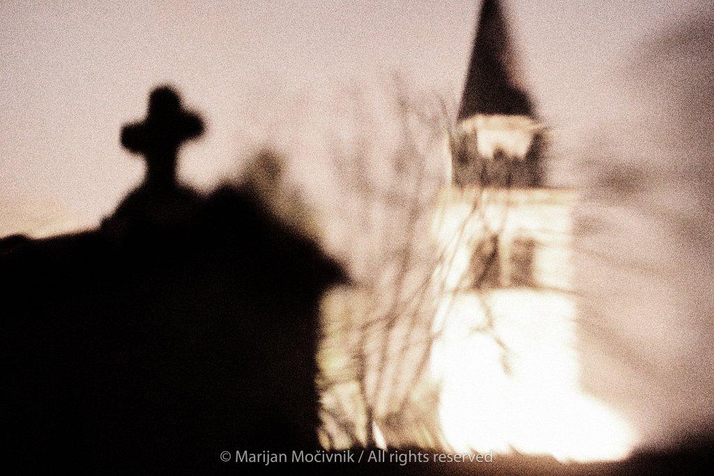 Dobravlje-cerkev-kriz-3969-2048.jpg