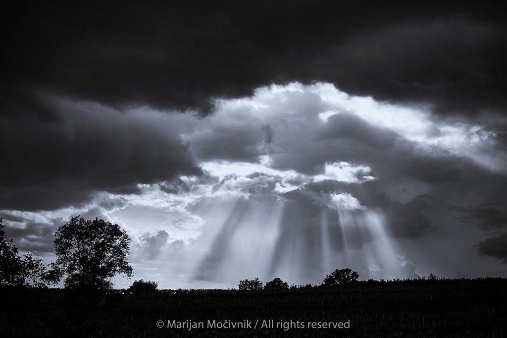 Oblaki-soncni-zarki-silhuete-Potoce-7112-2048.jpg